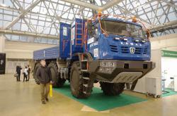 Представлен новый «  КамАЗ  -Арктика» В Москве на выставке «Вузпромэкспо – 2017» представили новый вездеход-автодом на шинах низкого давления «  КамАЗ  -Арктика». Вскоре вездеход отправится на испытания в Якутию. - ТД СпецТехМаш